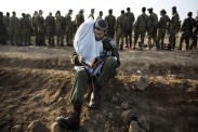 li-army-deployment-area-near-the-Israel-Gaza-Strip-border-in-preparation-for-a-potential-ground-operation-in-the-Palestinian-coastal-enclave-Novembe-960x640